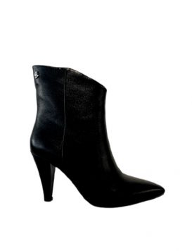GBDS2252A Woman's Mini Boots Black